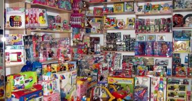 Mii de jucării, confiscate la Constanţa