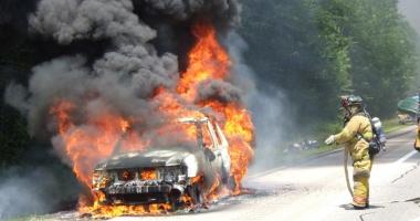 Suedia, probleme  cu refugia�ii.  Mii de ma�ini incendiate