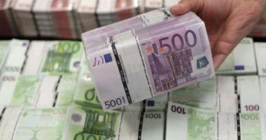 Foto : LOVITURĂ PENTRU ROMÂNII CARE LUCREAZĂ ÎN STRĂINĂTATE! Ce se va întâmpla cu banii pe care-i trimit în țară