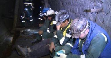 Cel puţin trei morţi şi zeci de dispăruţi după prăbuşirea unei mine de aur