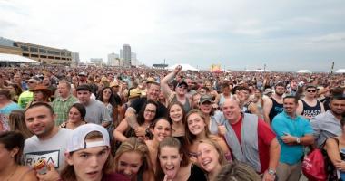 Festivaluri de muzică, maşini de fiţe, mâncare bună şi bere multă, în mini-vacanţa de 1 Mai, pe litoral