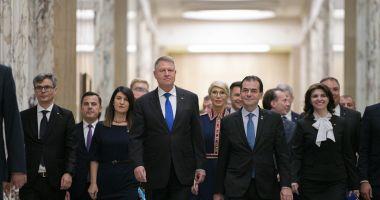 """Guvernul Orban a depus jurământul, la Palatul Cotroceni / Iohannis: """"Vă spun sincer, mă tem de ce vor găsi noii miniștri în ministere"""""""