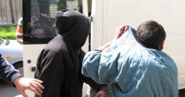 Minori acuzaţi de furt calificat, pe mâna poliţiştilor constănţeni