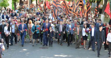 """Moldovenii, chemaţi să participe, duminică, la """"marşul poporului"""""""