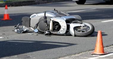 Un mopedist băut a lovit un BMW