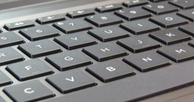 Producătorii de laptopuri mint în privința autonomiei bateriei