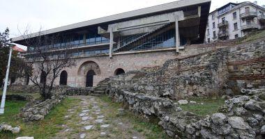 Ploi, fiare și rugină! Timpul a stat în loc la Edificiul Roman cu Mozaic
