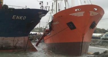 Furtuna a pus cinci nave puse pe uscat, la Istanbul