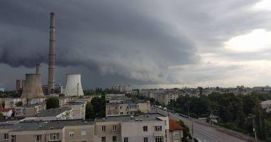 INTRĂM SUB COD PORTOCALIU! Autorităţile din Constanţa se pregătesc de vremea severă