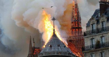 Foto : Incendiul de la Notre Dame, stins după 9 ore de luptă! Cum arată interiorul catedralei mistuite de foc