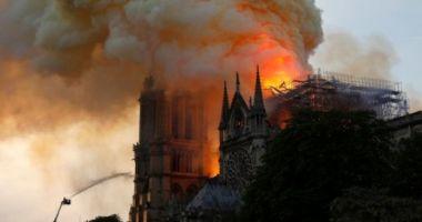 Incredibil! Google a catalogat incendiul de la Notre Dame drept ştire falsă. Cum a fost posibil