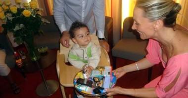 Oana Turcu şi Cristi Brancu  i-au tăiat moţul copilului la Viena