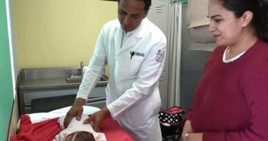 POVESTE EMOŢIONANTĂ! O fetiţă a supravieţuit, deşi s-a născut cu o tumoare de 2,5 kilograme