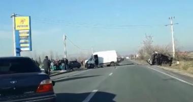 UN MORT ŞI OPT RĂNIŢI, în urma unui grav accident rutier