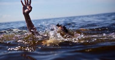 Tragedie pe litoral. O fată de 11 ani  a dispărut în mare, de lângă mama şi sora ei