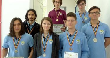 Elevii Liceului Internaţional de Informatică, medaliaţi la matematică şi informatică
