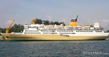 O navă cu 714 pasageri la bord a eşuat