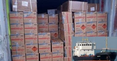 O navă cu explozibili și echipajul ei au fost arestați