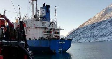O navă frigorifică a eșuat în Golful Russkaya