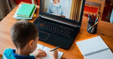 Cum va fi recuperată materia predată în timpul şcolii online. Profesorii, plătiţi cu 100 de lei pe oră
