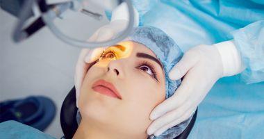 Medicii oftalmologi, reuniți la Eforie Nord. Operația de cataractă, o soluție modernă pentru a scăpa de ochelari