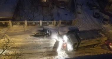 Constanţa sub nămeţi! Utilajele acționează în continuu pentru degajarea zăpezii