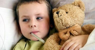 Nevaccinarea a băgat în spital zeci de copii. Majoritatea suferă de scarlatină şi oreion