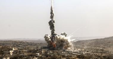 Bilanţ tragic. 42 de morţi, în urma unui raid aerian, lângă Alep