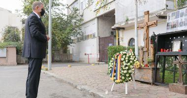 5 ani de la tragedia de la Colectiv. Președintele Klaus Iohannis a depus o coroană de flori în memoria victimelor