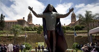 O statuie gigantică a lui Nelson Mandela, inaugurată la sediul preşedinţiei sud-africane