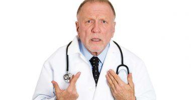 Până şi medicii o mai dau în bară