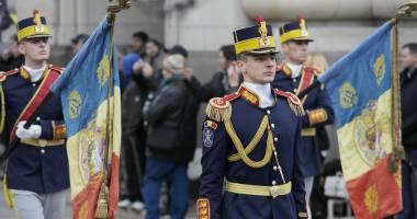 Paradă militară fastuoasă de Ziua Naţională a României