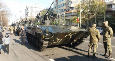 La mulți ani, România! Paradă militară pe bulevardul Alexandru Lăpușneanu / GALERIE FOTO
