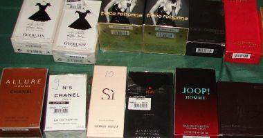 Vindeau parfumuri false, la Oborul  de duminică