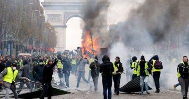Rusia, suspectată că se implică virtual în protestele de la Paris. Francezii anchetează mai multe conturi false