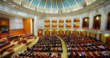 Parlamentul României își suspendă activitatea pentru o săptămână