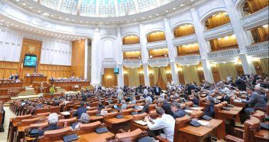 Deputaţii au votat: Guvernul va putea emite ordonanţe în vacanţa parlamentară