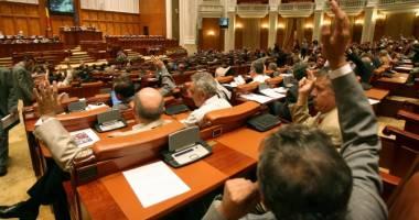 Legea pensiilor pentru parlamentari, retrimisă la comisii
