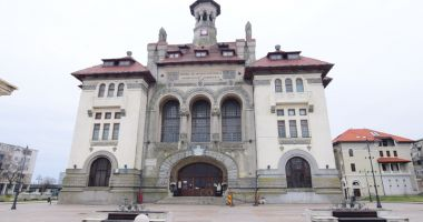 """Constănţenii pot admira lucrări """"Art Nouveau"""" şi pot face turul Cazinoului"""