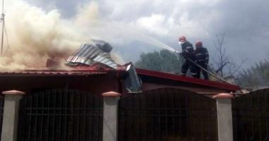 Patru autospeciale au intervenit la un incendiu izbucnit la o cas� din Murfatlar