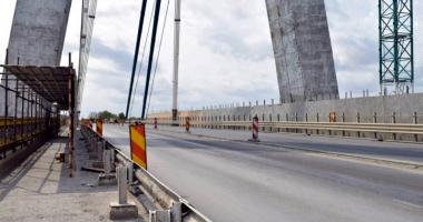 Circ pe podul de la Agigea. Şoferii sunt exasperaţi: unde sunt muncitorii?