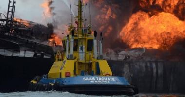 PETROLIER CUPRINS DE FL�C�RI. Avea 150.000 de barili la bord! VIDEO