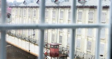 Condamnaţi la ani grei de închisoare, depistaţi şi duşi la Penitenciarul Poarta Albă