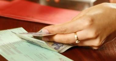 VEŞTI BUNE! Poşta Română a început distribuirea pensiilor pe luna decembrie şi a altor ajutoare sociale