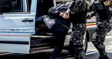 Percheziţii în Constanţa. 7 traficanţi de droguri, săltaţi de mascaţi