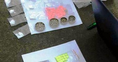 Percheziţii la trei persoane bănuite de trafic de droguri de mare risc