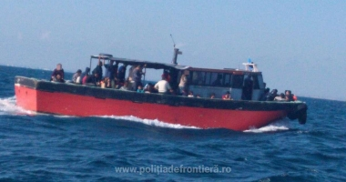 Pescador cu zeci de migranţi, interceptat de în Marea Neagră