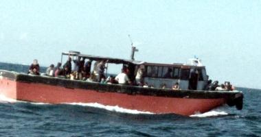 Pescador plin cu migranţi, interceptat de poliţiştii de frontieră, în Marea Neagră