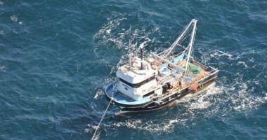 MINUTELE TREC, NICIUN SEMN! A fost extinsă zona de căutare a celor trei pescari dispăruţi în mare