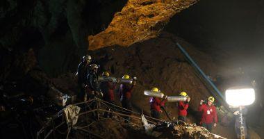După o săptămână, salvatorii au speranțe că cei 12 copii blocați într-o peșteră sunt în viață